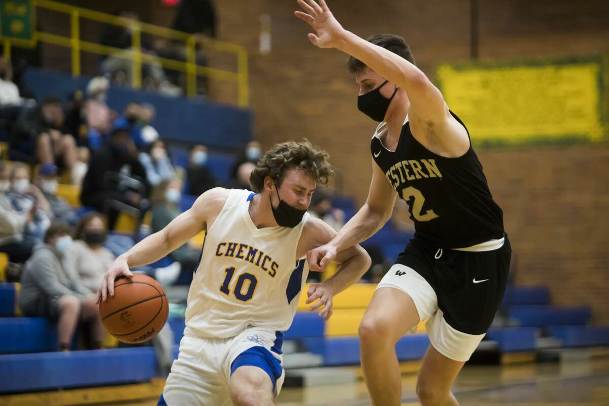 Midland's Al Money dribbles down the court during the Chemics' district semifinal game against Bay City Western Thursday, March 25, 2021 at Midland High School. (Katy Kildee/kkildee@mdn.net)