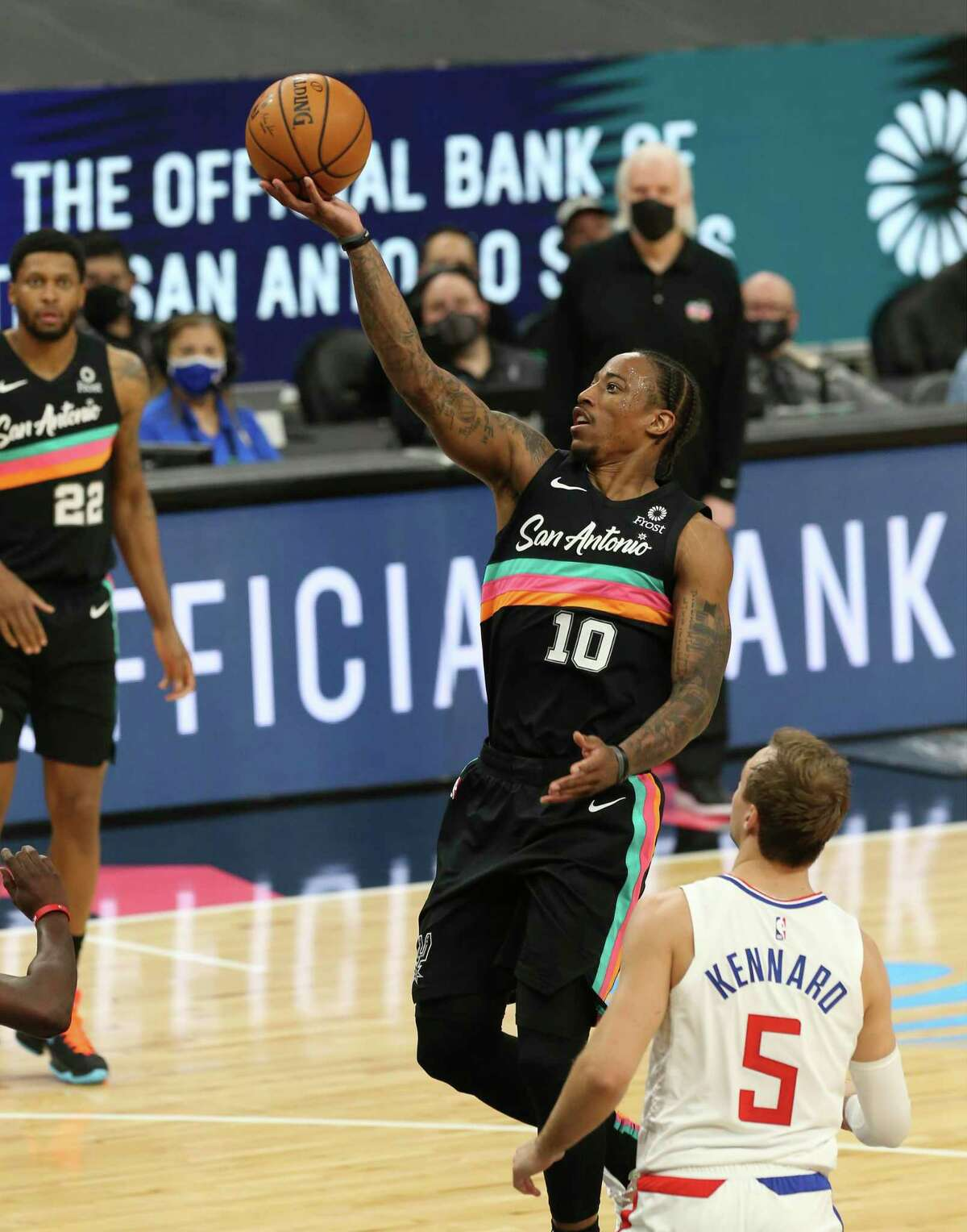 Spurs' DeMar DeRozan (10) scores the last shot of the first half against the Los Angeles Clippers' Luke Kennard (05) at the AT&T Center on Thursday, Mar. 25, 2021.
