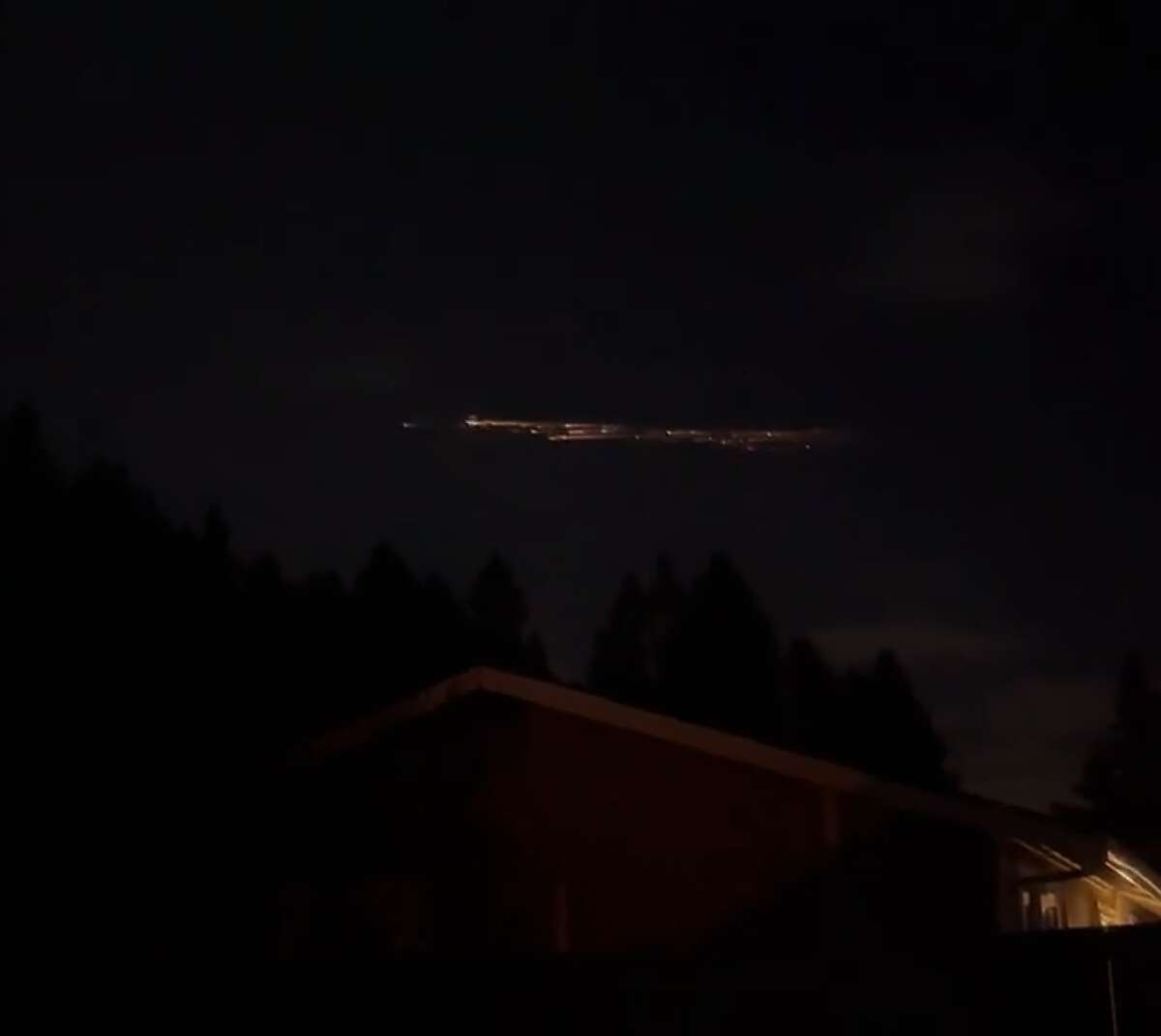 Washington residents report seeing mysterious lights in night sky