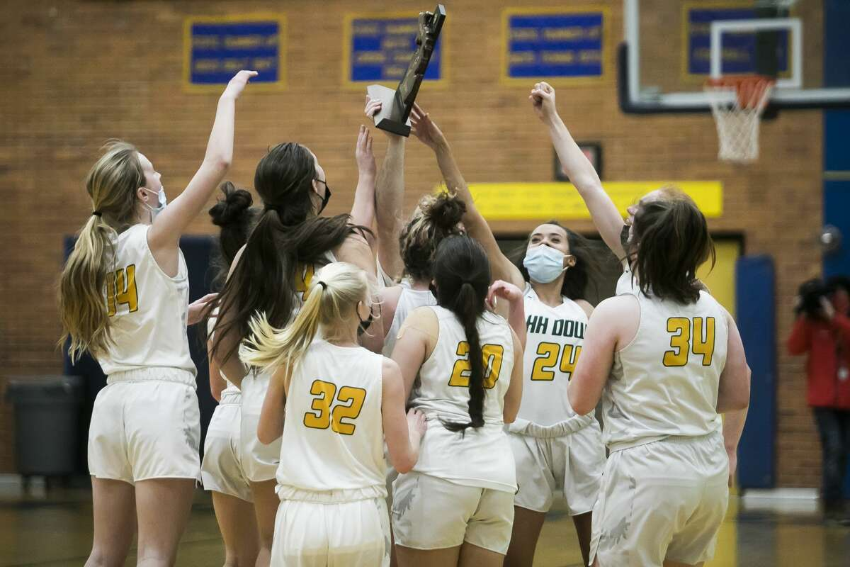 Dow players celebrate after their district final victory over Midland Friday, March 26, 2021 at Midland High School. (Katy Kildee/kkildee@mdn.net)