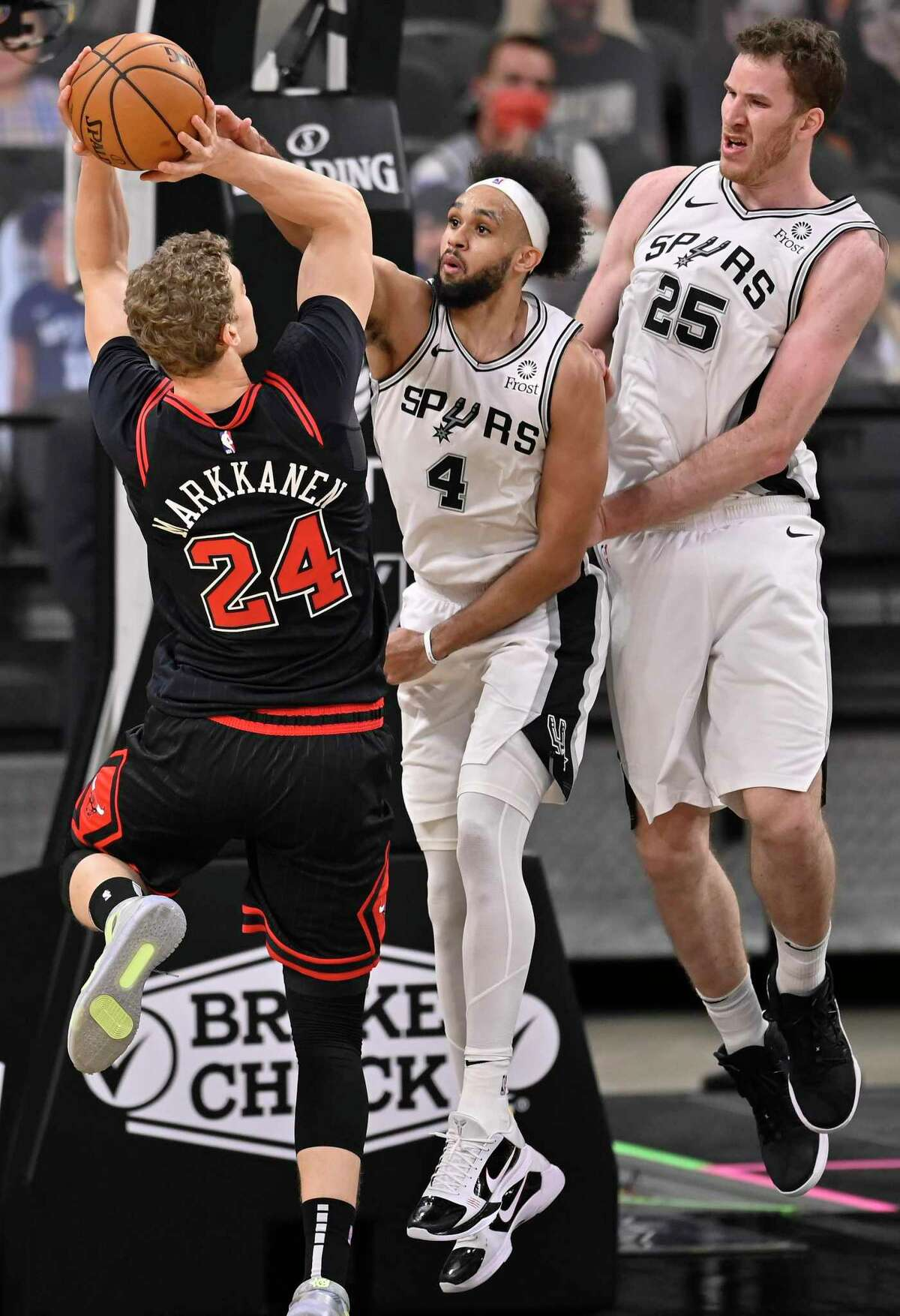 Derrick White (4), trying to block the Bulls' Lauri Markkanen, routinely sacrifices his body - and teeth - on defense.