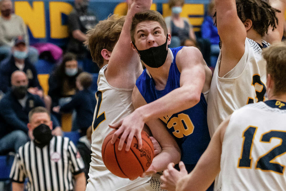 Midland's Drew Barrie drives towards the basket during the Chemics' district final victory over Mount Pleasant Saturday, March 27, 2021 at Midland High School. (Isaac Ritchey/for the Daily News)