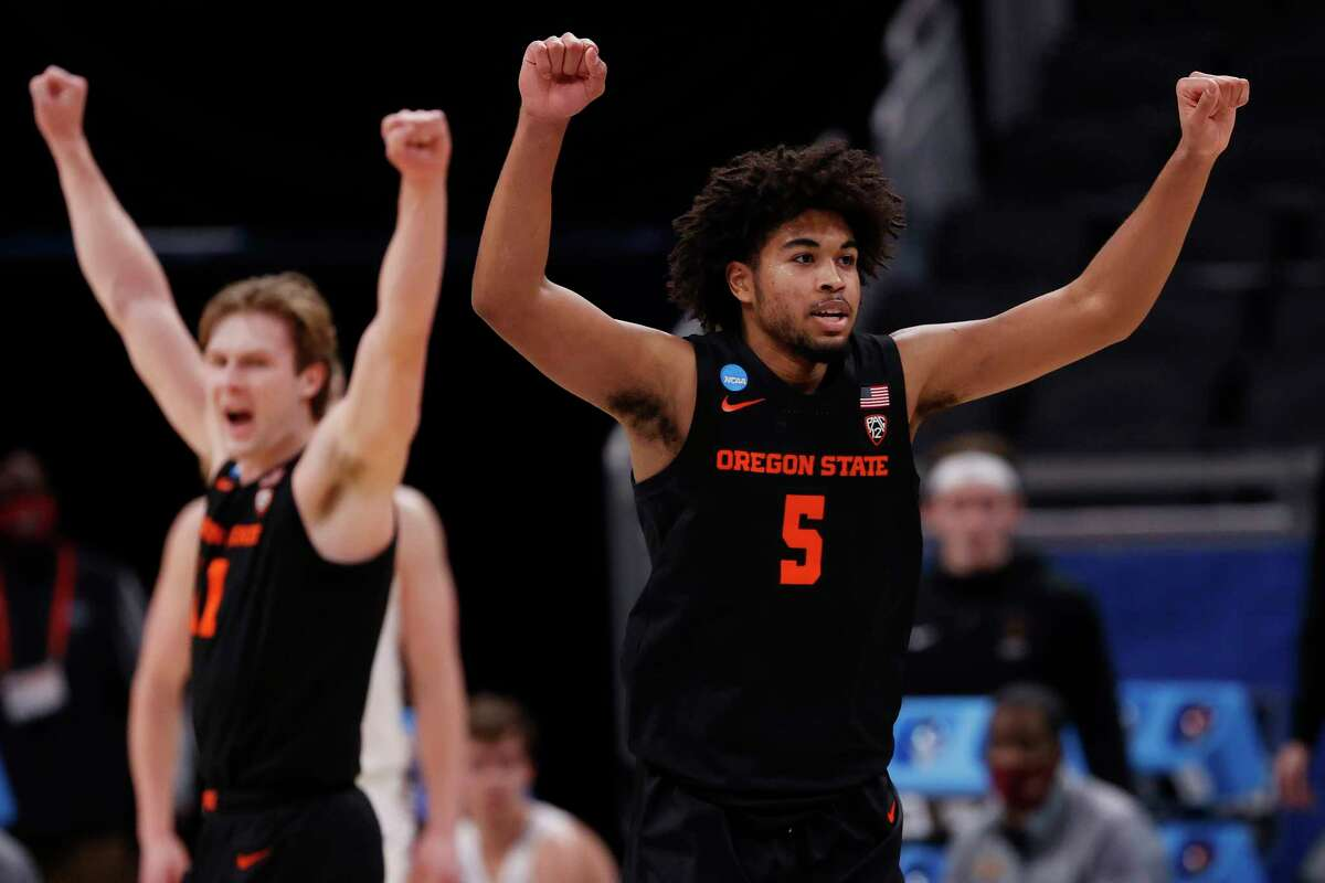 INDIANAPOLIS, INDIANA - MARCH 27: Ethan Thompson #5 of the Oregon State Beavers celebrates after a breakaway dunk against the Loyola-Chicago Ramblers during the second half in the Sweet Sixteen round of the 2021 NCAA Men's Basketball Tournament at Bankers Life Fieldhouse on March 27, 2021 in Indianapolis, Indiana.