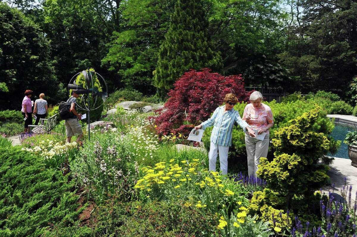 The Bartlett Arboretum offers garden tours and advice on gardening.