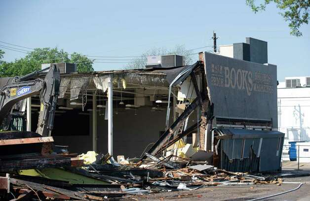 A crew razes the commercial building at the southwest corner of Montrose Boulevard and Westheimer in March. Photo: Yi-Chin Lee, Houston Chronicle / Staff Photographer / © 2021 Houston Chronicle