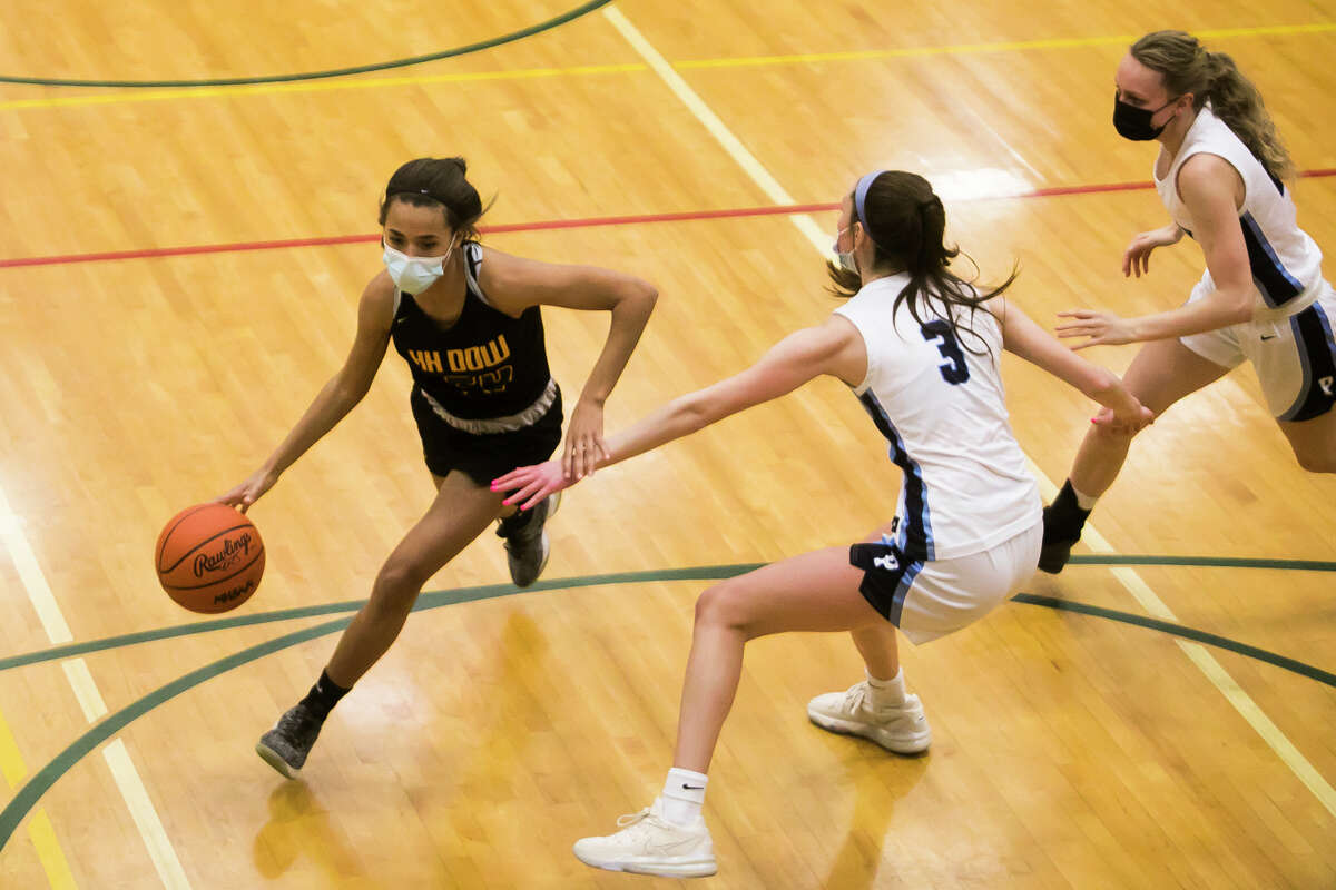 Dow's Jada Garner drives towards the basket during the Chargers' regional semifinal against Petoskey Monday, March 29, 2021 at Houghton Lake High School. (Katy Kildee/kkildee@mdn.net)