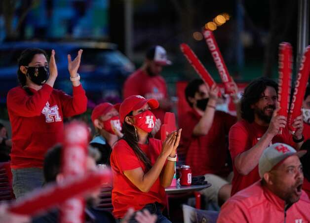 Fans cheer during a watch party at Avenida Houston for the University of Houston men's basketball game against Oregon State in the NCAA Tournament Midwest Region Monday, March 29, 2021 in Houston. Photo: Melissa Phillip/Houston Chronicle / @2021 Houston Chronicle