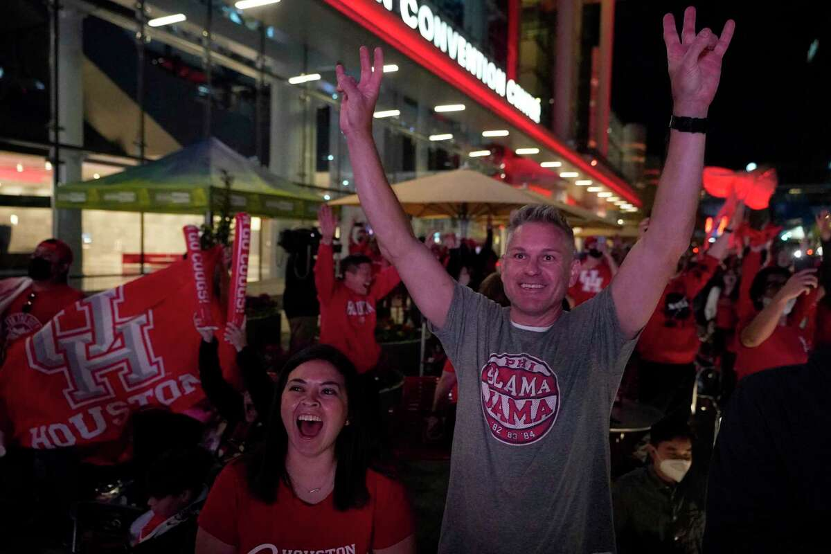 University of Houston fans cheer in the final seconds of game during a watch party at Avenida Houston for the UH men's basketball game against Oregon State in the NCAA Tournament Midwest Region Monday, March 29, 2021 in Houston Monday, March 29, 2021 in Houston.