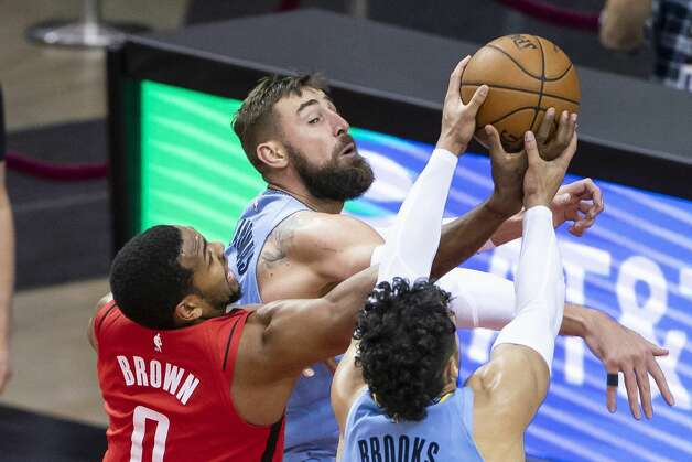 Houston Rockets forward Sterling Brown (0) tries to grab a rebound from Memphis Grizzlies center Jonas Valanciunas (17) and Memphis Grizzlies forward Dillon Brooks (24) during the fourth quarter of an NBA game between the Houston Rockets and the Memphis Grizzlies on Monday, March 29, 2021, at Toyota Center in Houston. Photo: Mark Mulligan/Staff Photographer / © 2021 Mark Mulligan / Houston Chronicle
