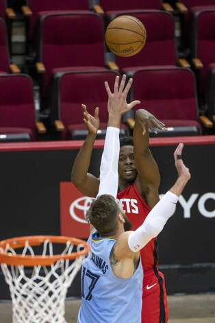 Houston Rockets forward Jae'Sean Tate (8) shoots a three point shot over Memphis Grizzlies center Jonas Valanciunas (17) during the second quarter of an NBA game between the Houston Rockets and the Memphis Grizzlies on Monday, March 29, 2021, at Toyota Center in Houston. Photo: Mark Mulligan/Staff Photographer / © 2021 Mark Mulligan / Houston Chronicle