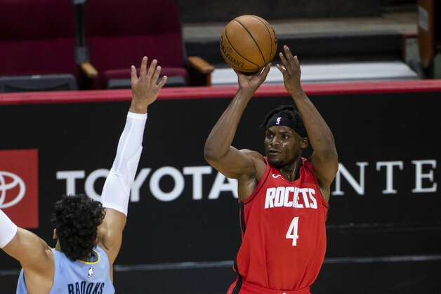 Houston Rockets forward Danuel House Jr. (4) shoots over Memphis Grizzlies forward Dillon Brooks (24) during the first quarter of an NBA game between the Houston Rockets and the Memphis Grizzlies on Monday, March 29, 2021, at Toyota Center in Houston. Photo: Mark Mulligan/Staff Photographer / © 2021 Mark Mulligan / Houston Chronicle