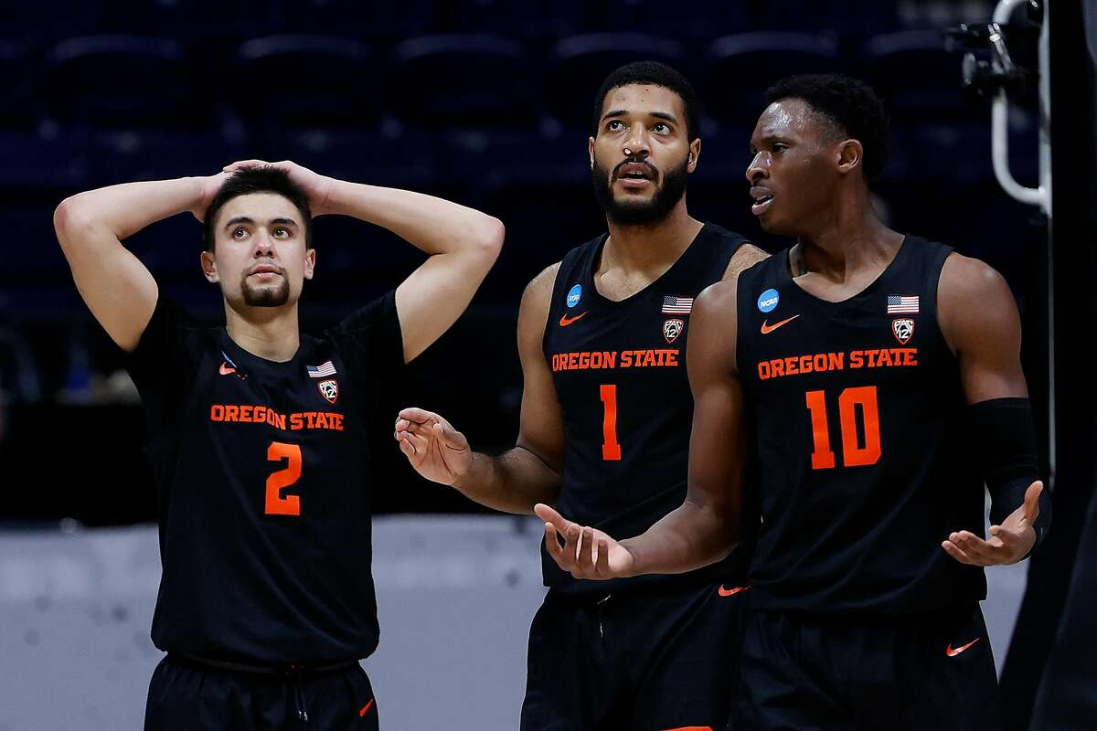 INDIANAPOLIS, INDIANA - MARCH 29: Warith Alatishe #10 of the Oregon State Beavers reacts with Maurice Calloo #1 and Jarod Lucas #2 after a foul against the Houston Cougars during the second half in the Elite Eight round of the 2021 NCAA Men's Basketball Tournament at Lucas Oil Stadium on March 29, 2021 in Indianapolis, Indiana. (Photo by Jamie Squire/Getty Images)