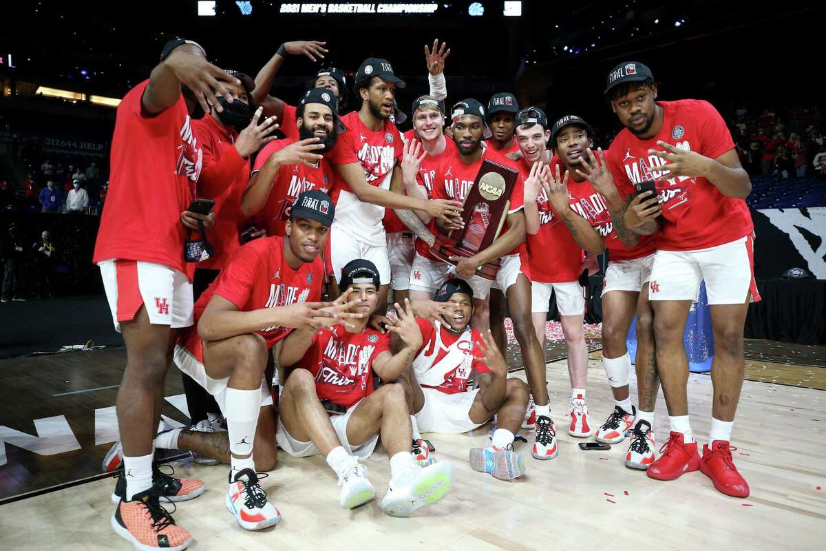 INDIANAPOLIS, INDIANA - MARCH 29: The Houston Cougars celebrate after defeating Oregon State Beavers in the Elite Eight round of the 2021 NCAA Men's Basketball Tournament at Lucas Oil Stadium on March 29, 2021 in Indianapolis, Indiana. (Photo by Jamie Squire/Getty Images)