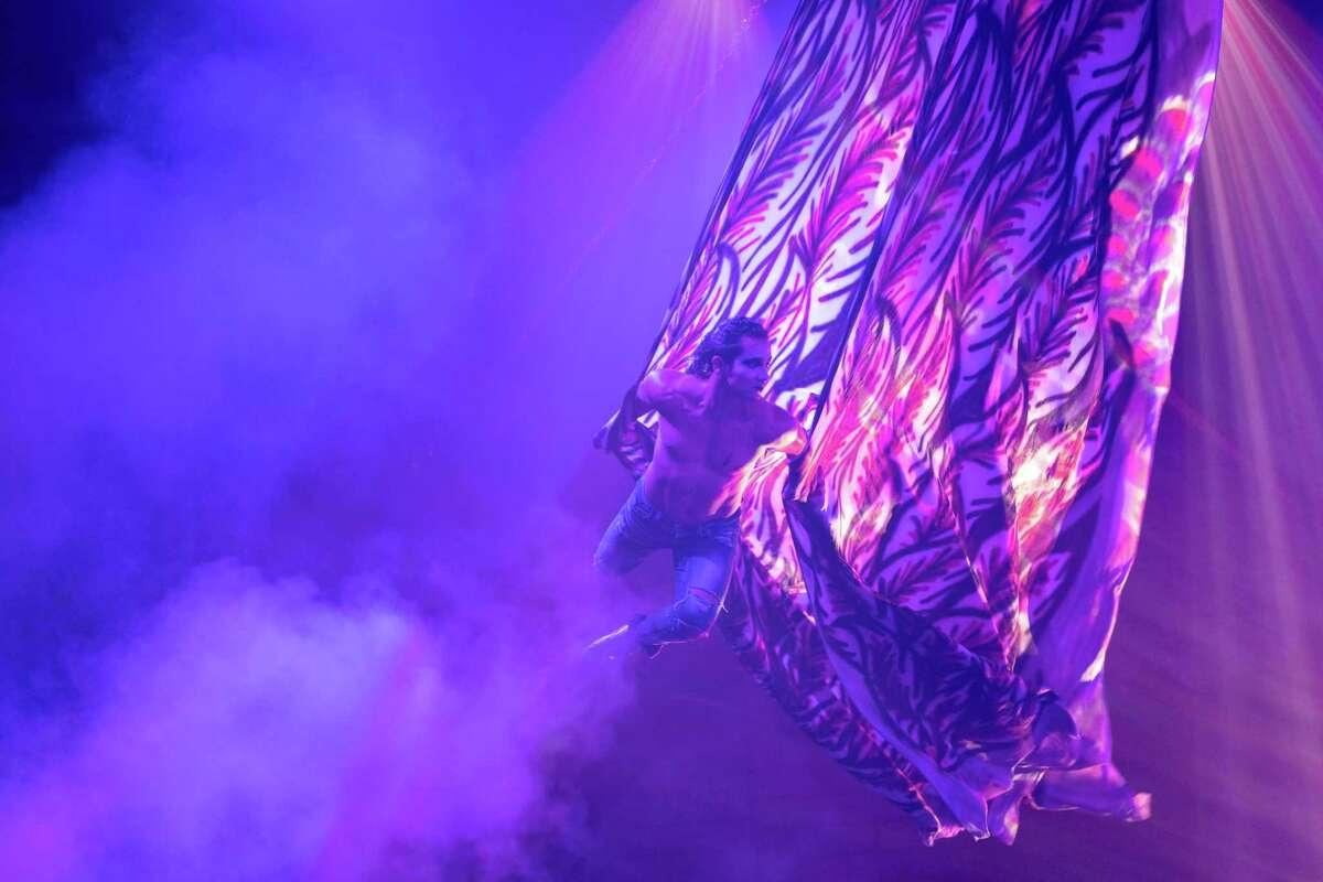 Jhon Villegas with Paranormal Cirque