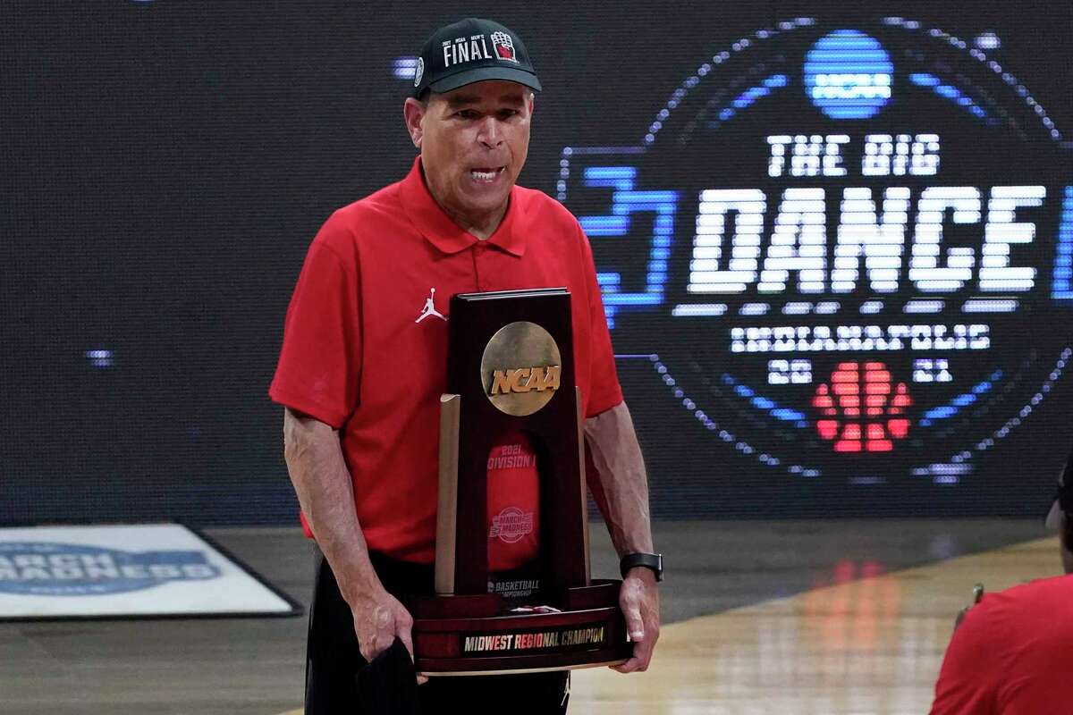 As UH coach Kelvin Sampson celebrated his team's Final Four berth Monday, his thoughts flashed to his parents, who died in 2014 before he took the Cougars' helm.