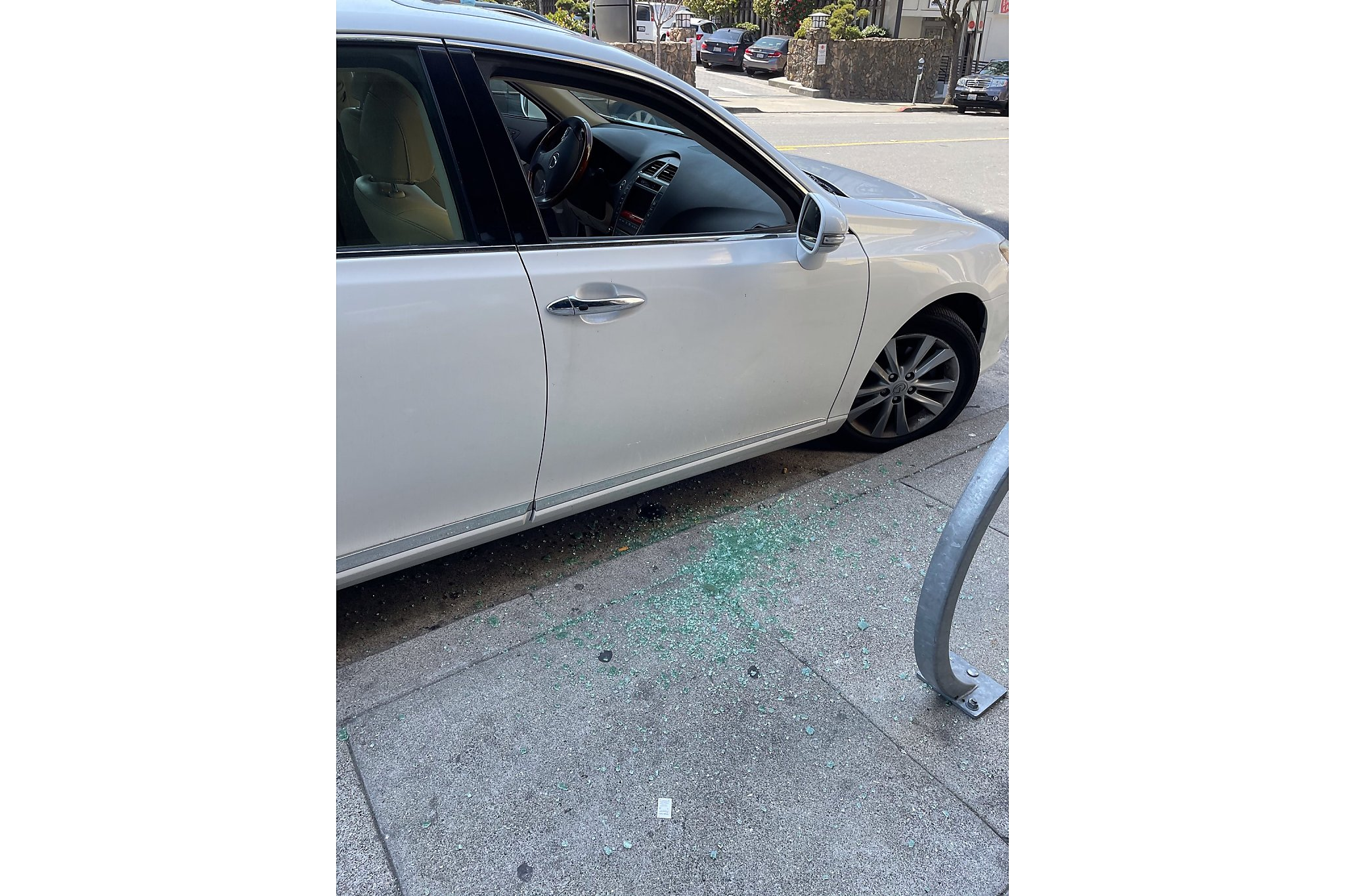Asian American woman robbed in broad daylight while sitting in her car in S.F.
