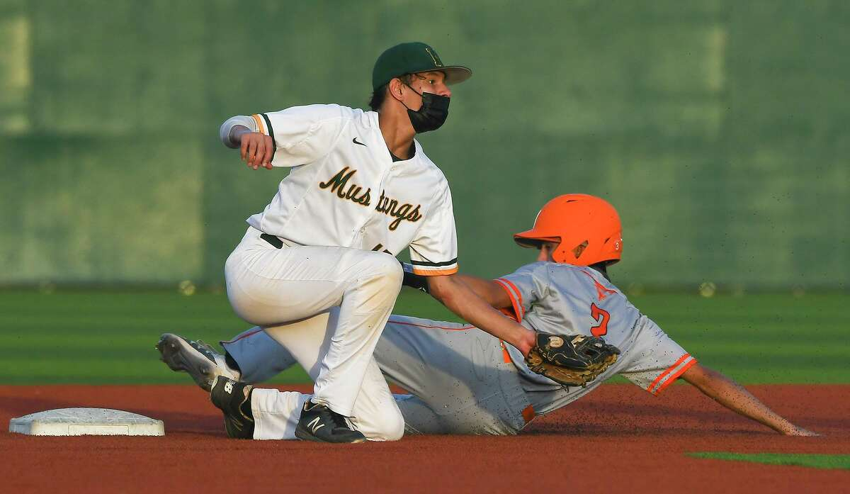 Jaheal Hernandez and the Nixon Mustangs scored nine runs in the bottom of the fourth inning to beat United on Tuesday.