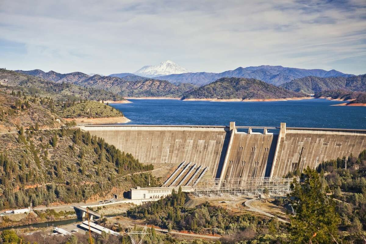 A view of Shasta Lake and its accompanying dam.