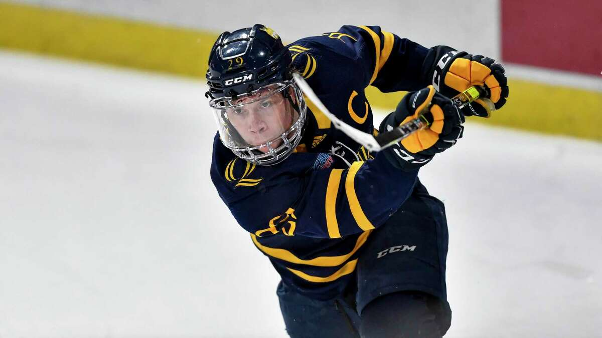 Quinnipiac men's hockey captain Odeen Tufto signed Wednesday with the Tampa Bay Lightning, the team announced.