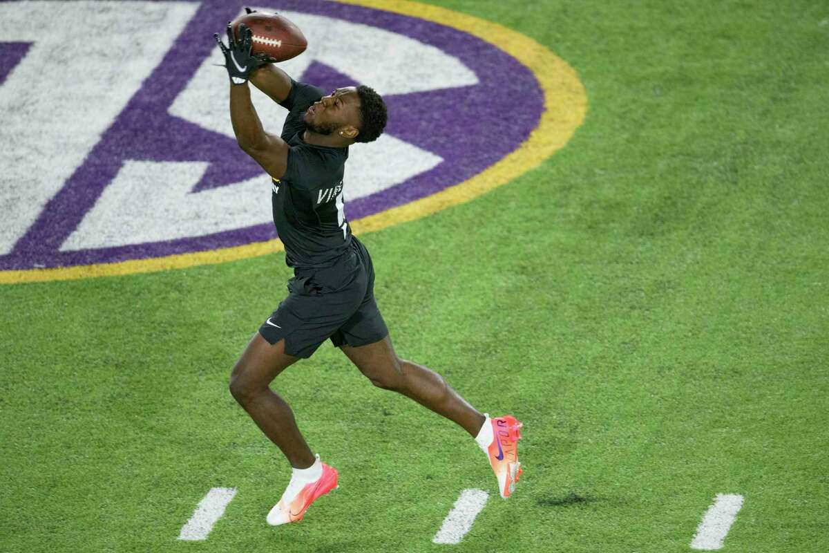 LSU cornerback Kary Vincent, Jr. catches a ball during an NFL Pro Day at LSU in Baton Rouge, La., Wednesday, March 31, 2021. (AP Photo/Matthew Hinton)