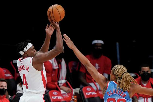 Houston Rockets' Danuel House Jr. shoots over Brooklyn Nets' Nicolas Claxton during the first half of an NBA basketball game Wednesday, March 31, 2021, in New York. (AP Photo/Frank Franklin II) Photo: Frank Franklin II, Associated Press / Copyright 2021 The Associated Press. All rights reserved