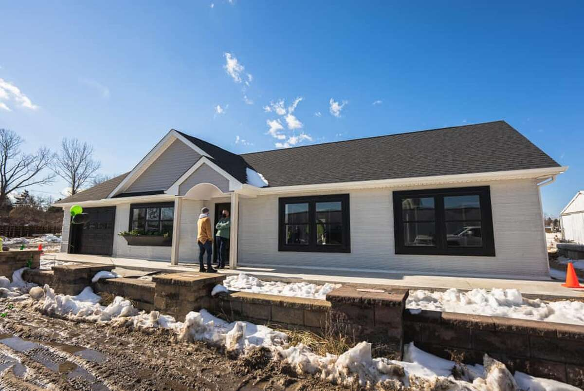 3D home printing company SQ4D, Inc. built their first model home in Calverton, N.Y., a 1,900-square-foot home that was home was completed in 48 hours of print time spread over an eight-day period.