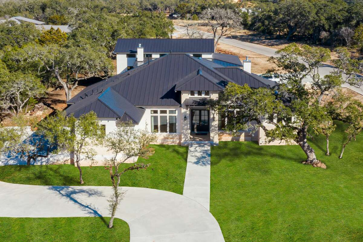 VE Luxury Homes : 972 Annabelle Avenue, Bulverde, TX 78163