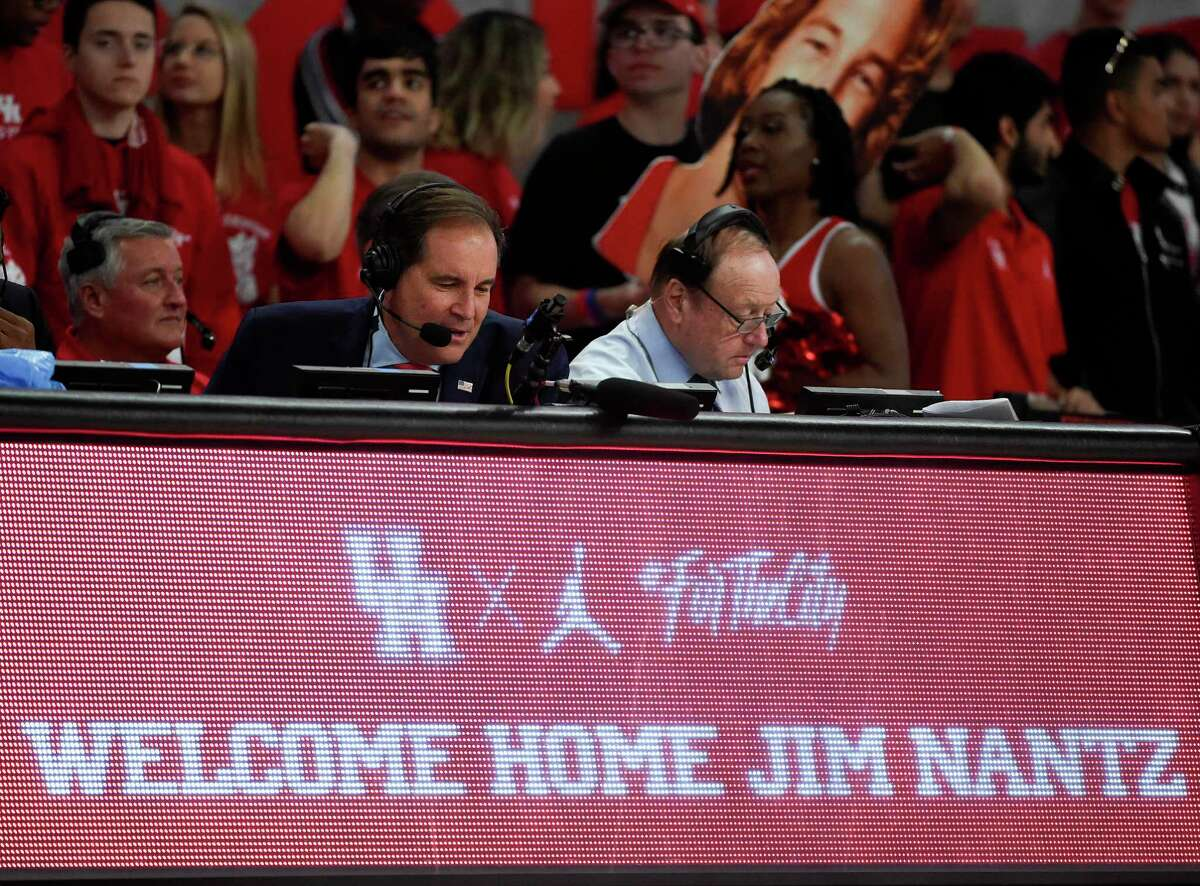 CBS Sports broadcaster and UH alum Jim Nantz, calling a Houston game last year against Memphis, will be behind the mic for Saturday's Final Four game between the Cougars and Baylor Bears.