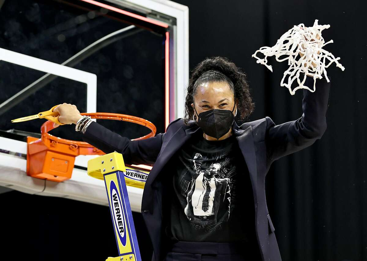 SAN ANTONIO, TEXAS - MARCH 30: Head coach head coach Dawn Staley of the South Carolina Gamecocks celebrates after cutting the last piece of the net during the Elite Eight round of the NCAA Women's Basketball Tournament at Alamodome on March 30, 2021 in San Antonio, Texas.The South Carolina Gamecocks defeated the Texas Longhorns 62-34 to advance to the Final Four. (Photo by Elsa/Getty Images)