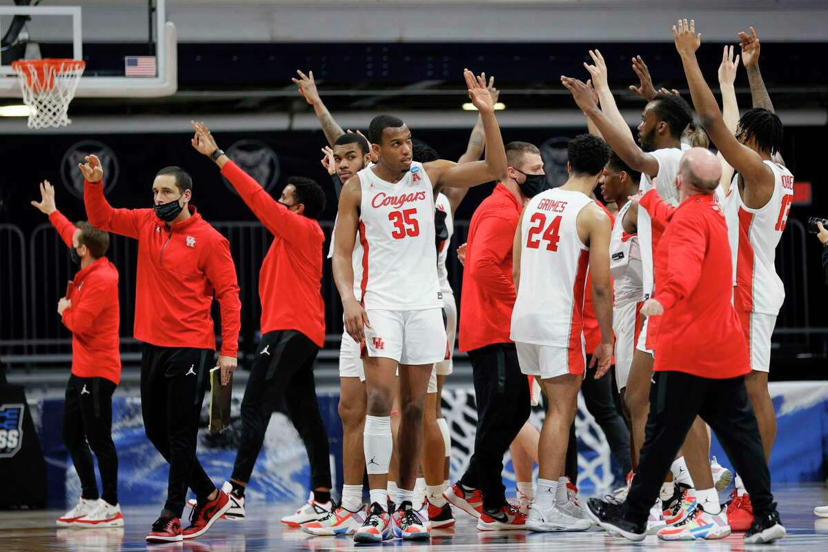 INDIANAPOLIS, INDIANA - MARCH 27: Fabian White Jr. #35 and the Houston Cougars react after defeating the Syracuse Orange 62-46 in their Sweet Sixteen game of the 2021 NCAA Men's Basketball Tournament at Hinkle Fieldhouse on March 27, 2021 in Indianapolis, Indiana. (Photo by Sarah Stier/Getty Images)