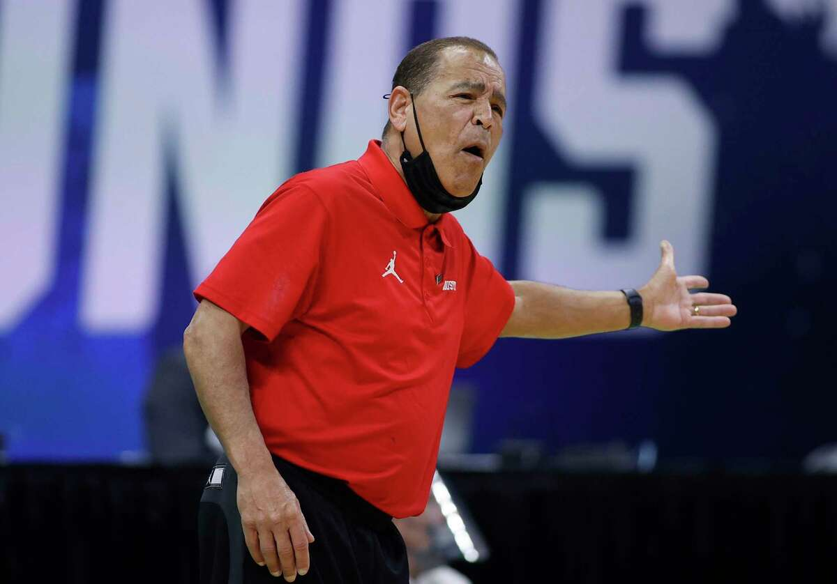 INDIANAPOLIS, INDIANA - MARCH 21: Head coach Kelvin Sampson of the Houston Cougars reacts during the first half against the Rutgers Scarlet Knights in the second round game of the 2021 NCAA Men's Basketball Tournament at Lucas Oil Stadium on March 21, 2021 in Indianapolis, Indiana. (Photo by Jamie Squire/Getty Images)