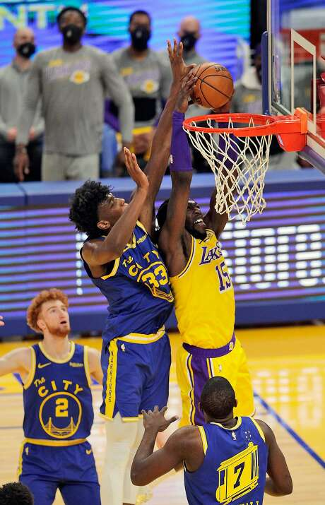 James Wiseman (33) attempts to block the Lakers' Montrezl Harrell at Chase Center on March 15. Photo: Carlos Avila Gonzalez / The Chronicle