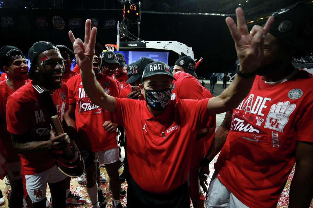 INDIANAPOLIS, INDIANA - MARCH 29: Head coach Kelvin Sampson of the Houston Cougars celebrates after defeating the Oregon State Beavers in the Elite Eight round of the 2021 NCAA Men's Basketball Tournament at Lucas Oil Stadium on March 29, 2021 in Indianapolis, Indiana.