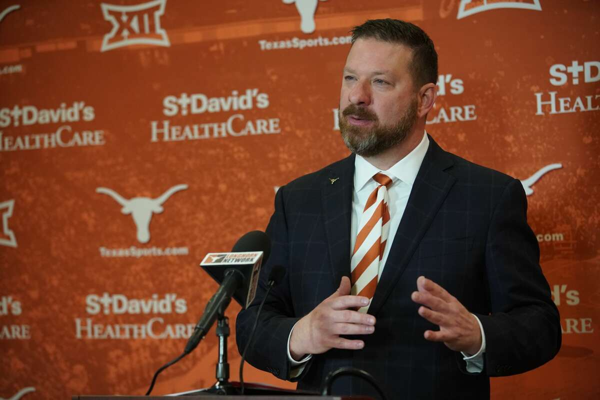 After departing Texas Tech to take the reins at his alma mater Texas, Chris Beard said the Longhorns' expectations and standards don't scare him.