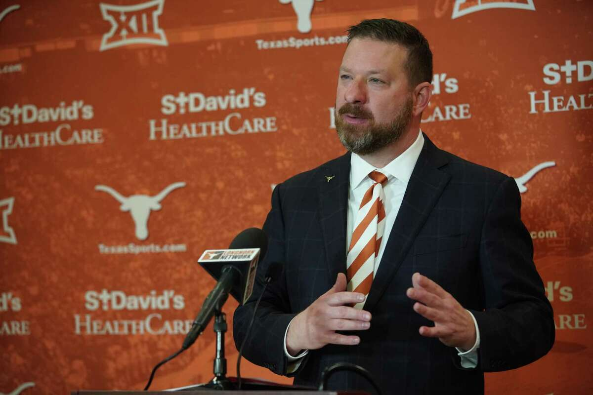 After departing Texas Tech to take the reins at alma mater Texas, Chris Beard said the Longhorns' expectations and standards don't scare him.
