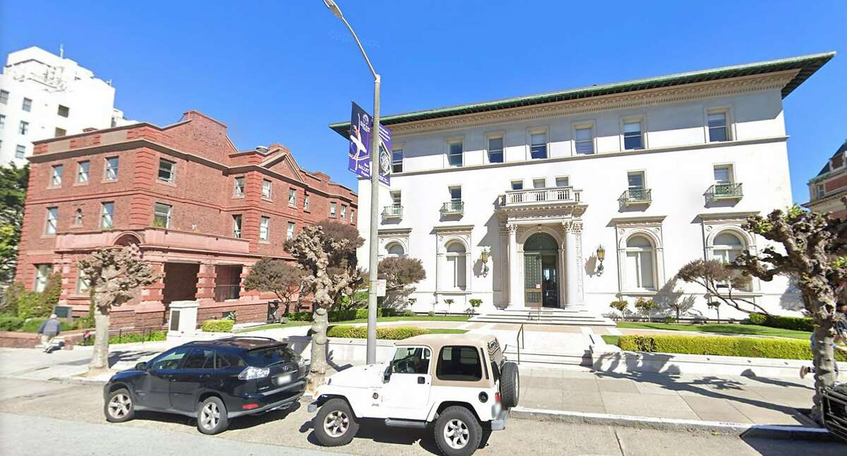 A Google Streetview screenshot of Convent of the Sacred Heart High School at 2222 Broadway in San Francisco.