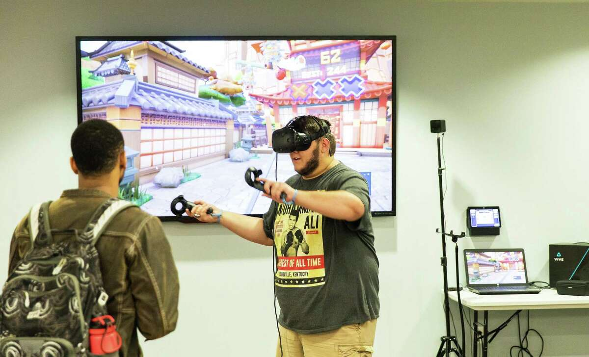 During a prevous year's Innovation week, students at Lone Star College-University Park experiment with 3D virtual reality goggles. LSC-University Park will be hosting Innovation Week virtually this year from April 5-8.