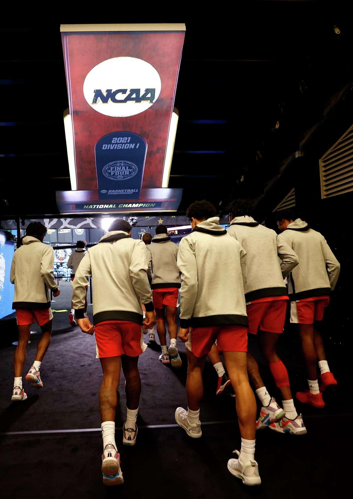 INDIANAPOLIS, INDIANA - APRIL 03: The Houston Cougars walk to the court before the 2021 NCAA Final Four semifinal against the Baylor Bears at Lucas Oil Stadium on April 03, 2021 in Indianapolis, Indiana.