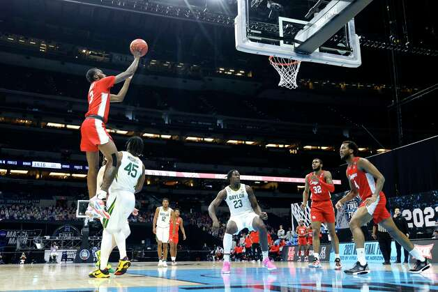 INDIANAPOLIS, INDIANA - APRIL 03: DeJon Jarreau #3 of the Houston Cougars shoots the ball over Davion Mitchell #45 of the Baylor Bears in the first half during the 2021 NCAA Final Four semifinal at Lucas Oil Stadium on April 03, 2021 in Indianapolis, Indiana. Photo: Tim Nwachukwu, Getty Images / 2021 Getty Images