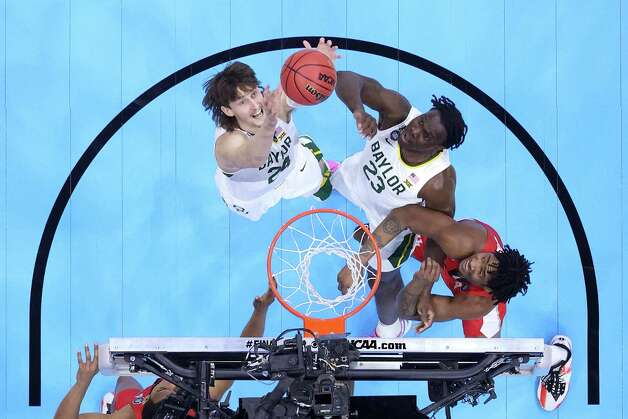 INDIANAPOLIS, INDIANA - APRIL 03: Matthew Mayer #24 of the Baylor Bears attempts to rebound the ball in the first half against the Houston Cougars during the 2021 NCAA Final Four semifinal at Lucas Oil Stadium on April 03, 2021 in Indianapolis, Indiana. Photo: Andy Lyons, Getty Images / 2021 Getty Images