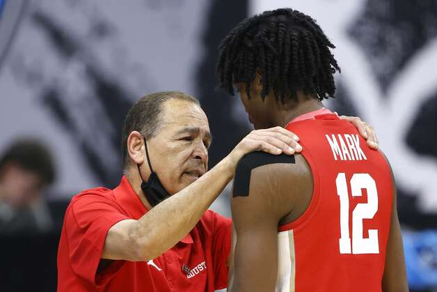 INDIANAPOLIS, INDIANA - APRIL 03: Head coach Kelvin Sampson of the Houston Cougars talks with Tramon Mark #12 in the second half against the Baylor Bears during the 2021 NCAA Final Four semifinal at Lucas Oil Stadium on April 03, 2021 in Indianapolis, Indiana. (Photo by Jamie Squire/Getty Images) Photo: Jamie Squire/Getty Images / 2021 Getty Images