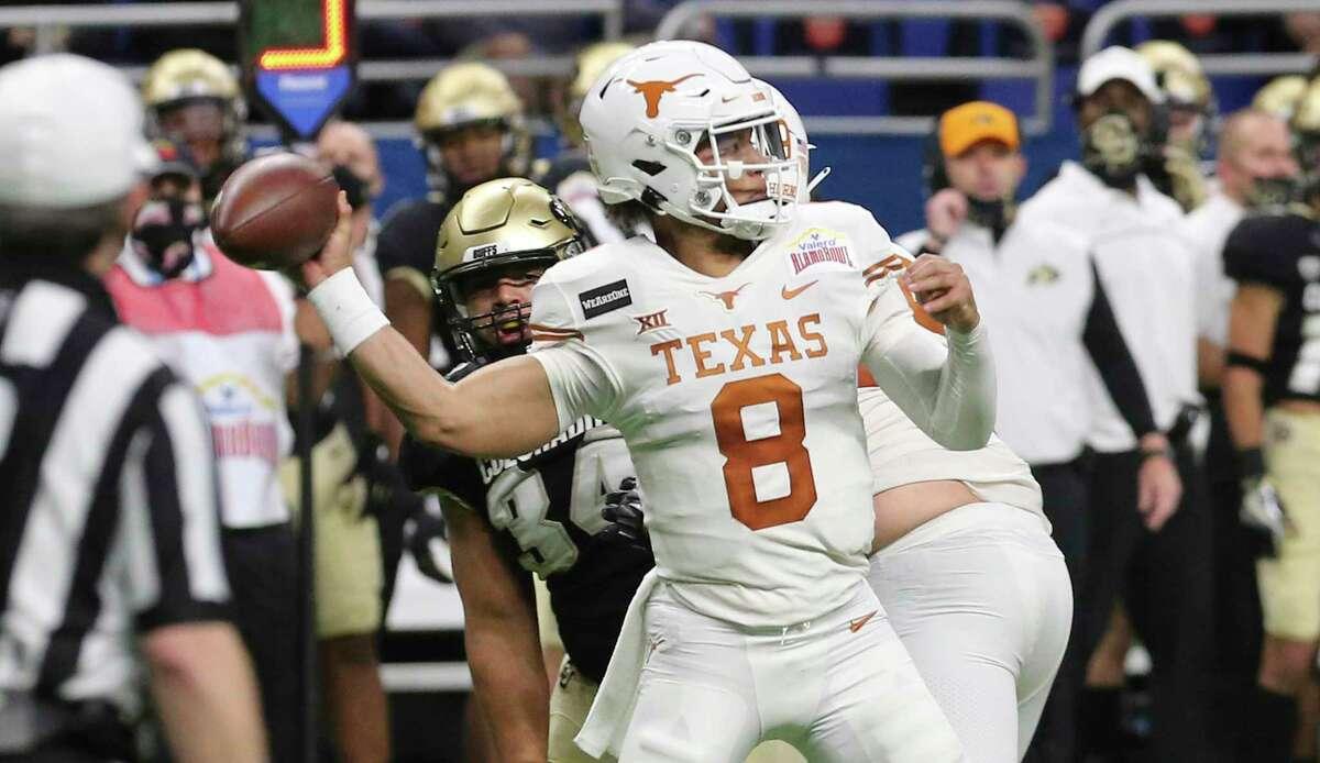 Texas quarterback Casey Thompson (08) throws against Colorado during the 2020 Valero Alamo Bowl at the Alamodome on Tuesday, Dec. 29, 2020.
