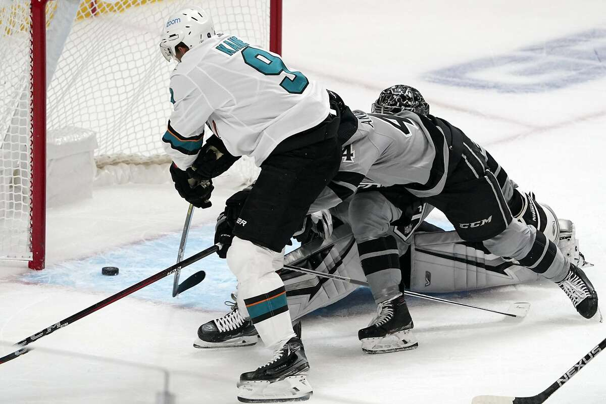 Left wing Evander Kane scores on L.A. goaltender Jonathan Quick to give the Sharks a 2-1 lead in the second period.