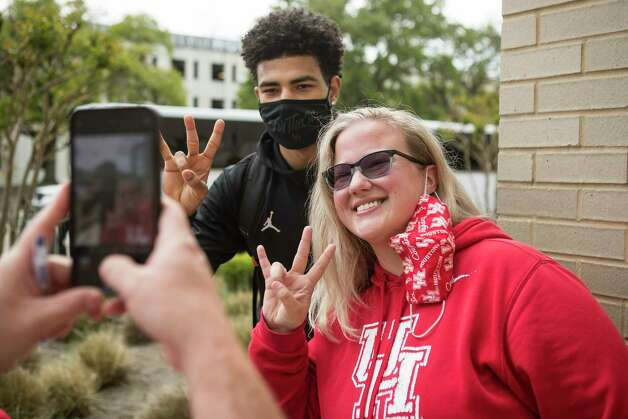 Houston guard Quentin Grimes, left, poses for a photo with UH fan Tory Rendall as the Cougars basketball team returned to campus from Indianapolis Sunday, April 4, 2021 in Houston, after the Cougars were eliminated from the Final Four Saturday night by Baylor. Photo: Brett Coomer, Staff Photographer / © 2021 Houston Chronicle