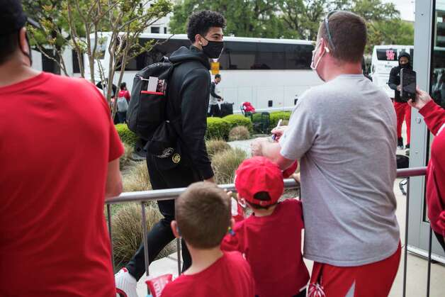 Houston guard Quentin Grimes, left, walks past fans as the Cougars basketball team returned to campus from Indianapolis Sunday, April 4, 2021 in Houston, after the Cougars were eliminated from the Final Four Saturday night by Baylor. Photo: Brett Coomer, Staff Photographer / © 2021 Houston Chronicle