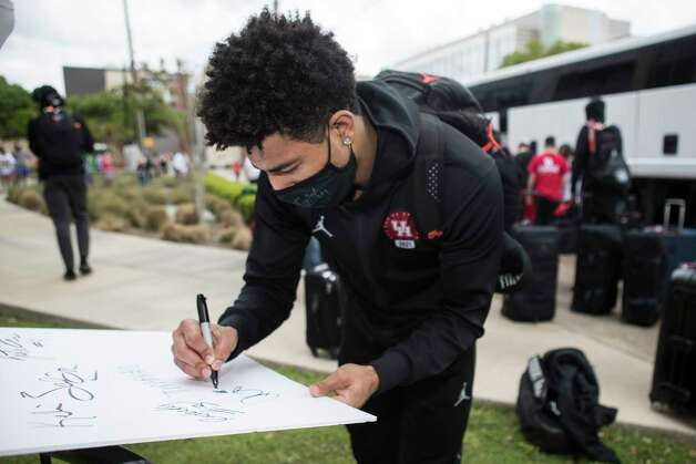 Houston guard Quentin Grimes signs an autograph after arriving back to campus with his teammates from Indianapolis Sunday, April 4, 2021 in Houston, after the Cougars were eliminated from the Final Four Saturday night by Baylor. Photo: Brett Coomer, Staff Photographer / © 2021 Houston Chronicle