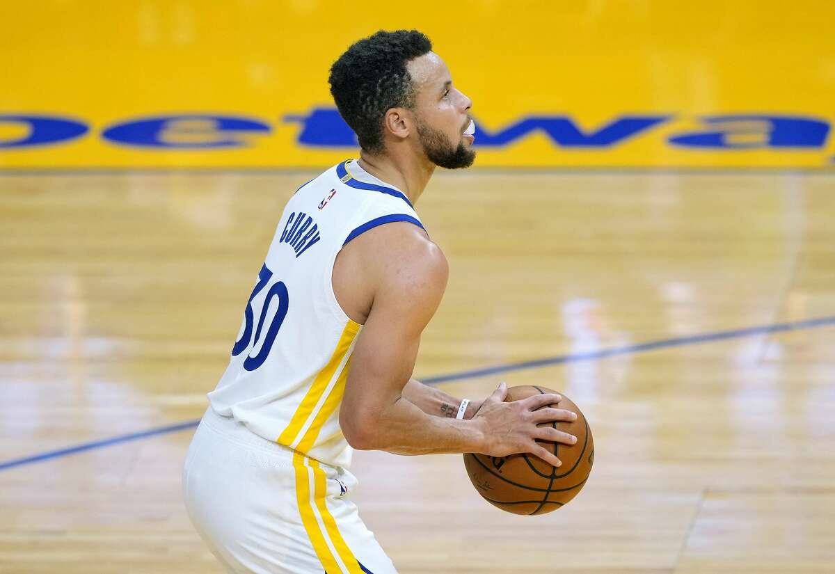 Stephen Curry stands at the line to shoot a foul shot against the Chicago Bulls during the first half of an NBA basketball game on March 29, 2021.