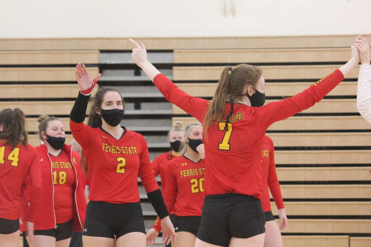 Ferris State's volleyball team completed a sweep over Saginaw Valley with a 3-0 win on Saturday.