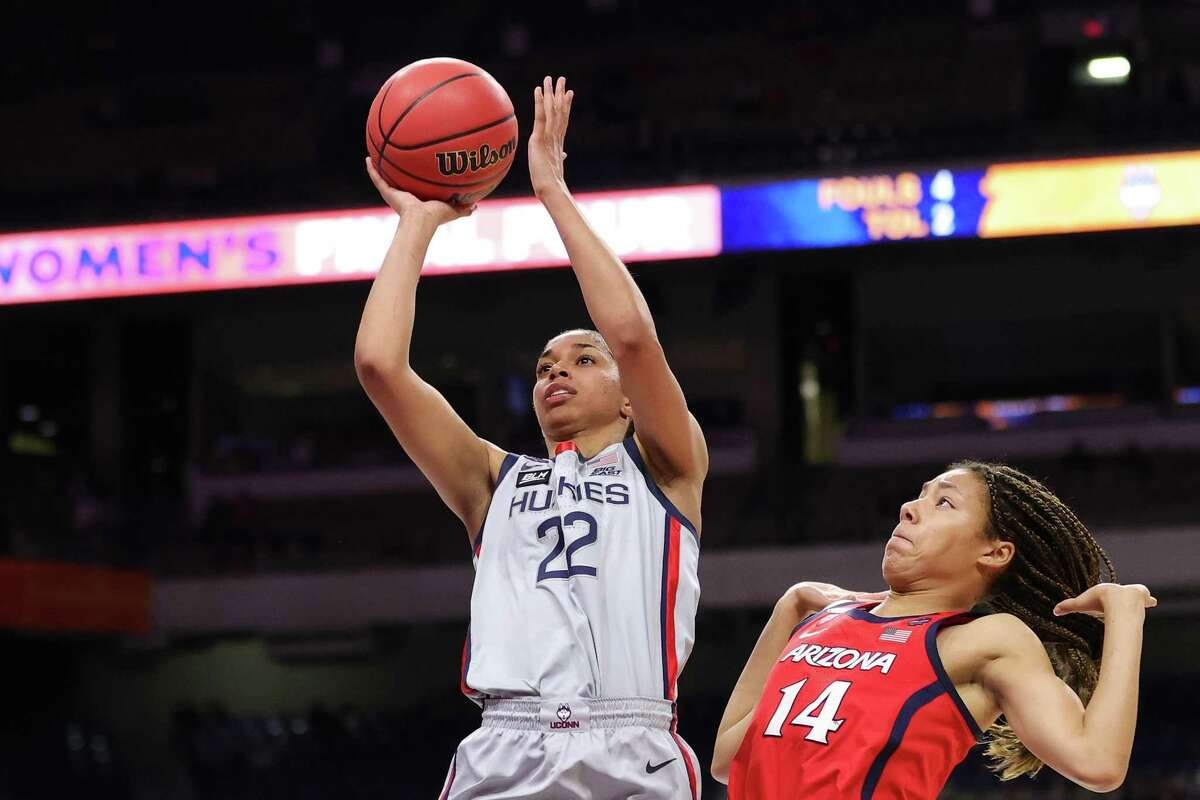 SAN ANTONIO, TEXAS - APRIL 02: Evina Westbrook #22 of the UConn Huskies elevates for the jump shot against the Arizona Wildcats during the third quarter in the Final Four semifinal game of the 2021 NCAA Women's Basketball Tournament at the Alamodome on April 02, 2021 in San Antonio, Texas. (Photo by Carmen Mandato/Getty Images)