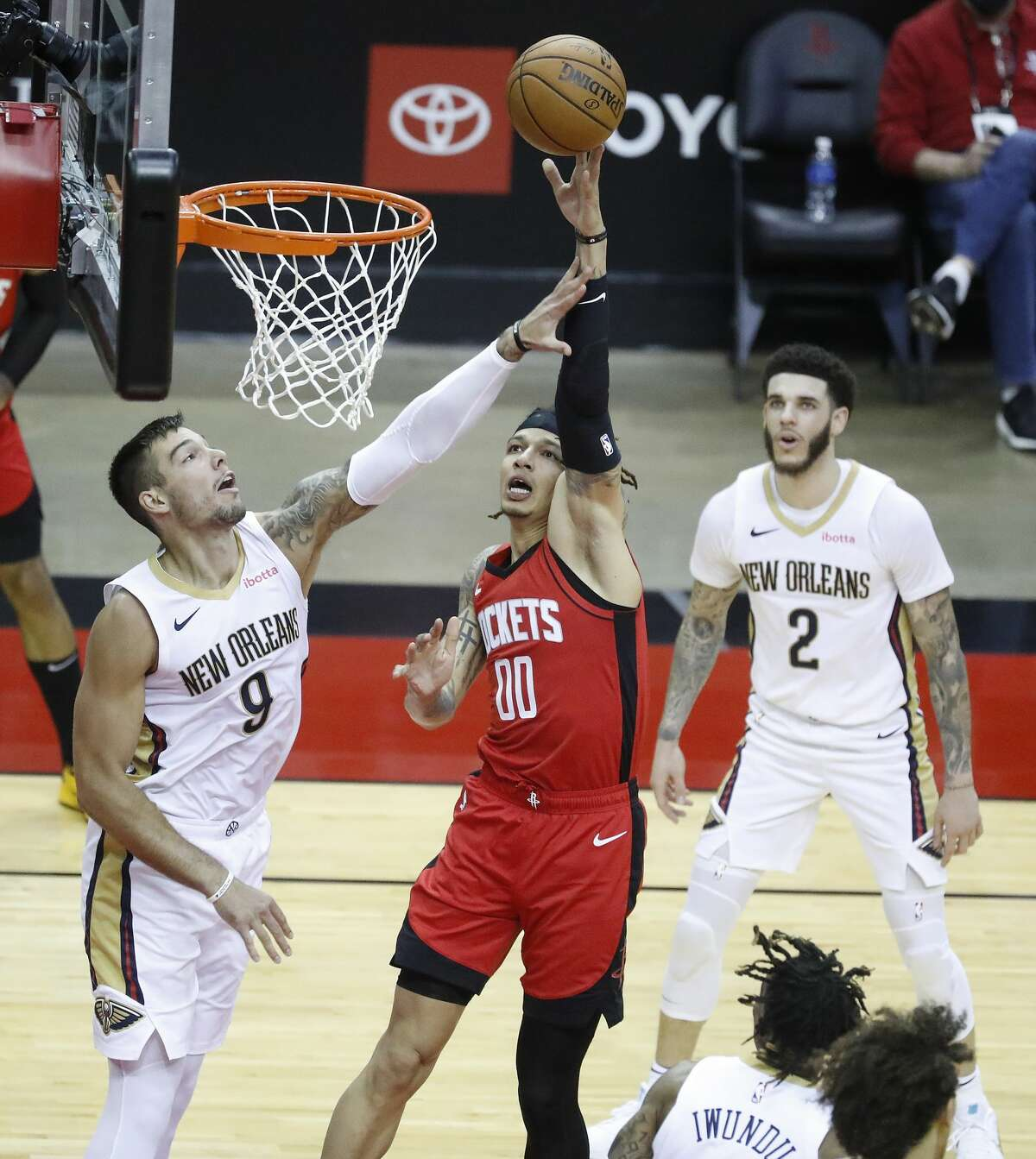 Houston Rockets forward D.J. Wilson (00) goes up for a basket against New Orleans Pelicans center Willy Hernangomez (9) during the second half of an NBA basketball game at Toyota Center, Sunday, April 4, 2021.